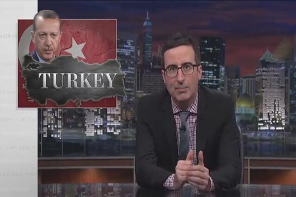 Komedyen John Oliver, Erdoğan'ı ve AK Saray'ı ağır eleştirdi