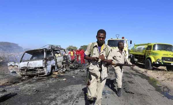 Somali'de gerçekleştirilen bombalı saldırıda, 15 sivil yaşamını yitirdi