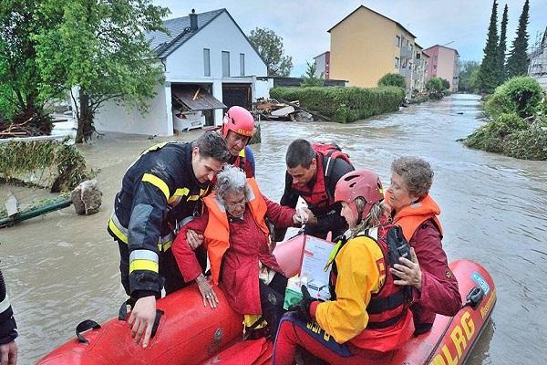 Almanya'da şiddetli yağışlar nedeniyle felaket alarmı verildi