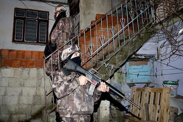 İstanbul'da 32 adrese şafak vakti eş zamanlı operasyon