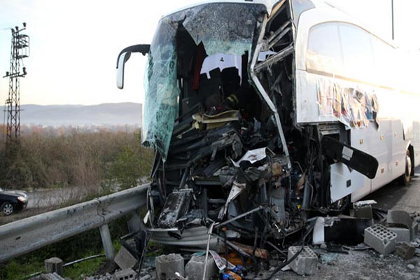 TEM'de akıl almaz kaza, 1 ölü 10 yaralı