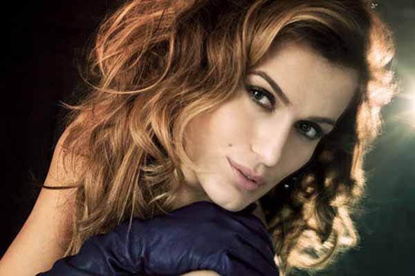 Ünlü şarkıcı Tuğba Özay, 'Annem o kıyafet için bana kızdı'