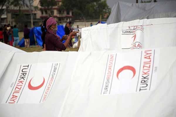 Türk Kızılayı, Nepal'e yardım göndermeye devam ediyor