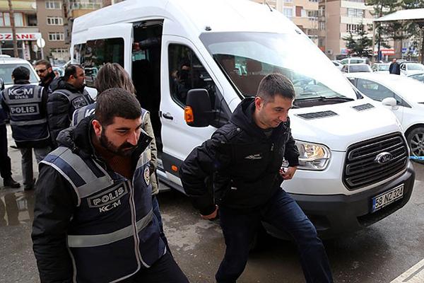 Gözaltına alınan 6 polisten 2'si tutuklandı