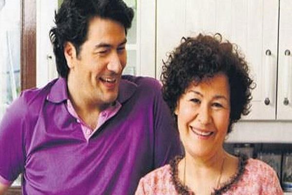 Vatan Şaşmaz'ın annesi Filiz Aker ile sosyal medyada yazışmış