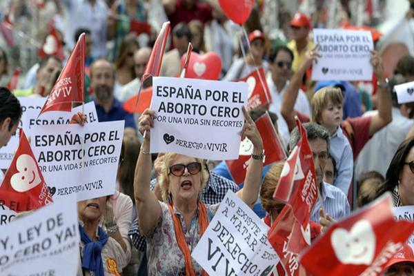 İspanya'da kürtaj yasağından vazgeçildi