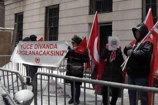 Başbakan Davutoğlu protesto edildi