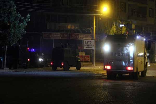 Silvan'da gece saatlerinde gerginlik yaşandı