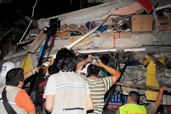 Ekvador'daki faciada 413 kişi hayatını kaybetti