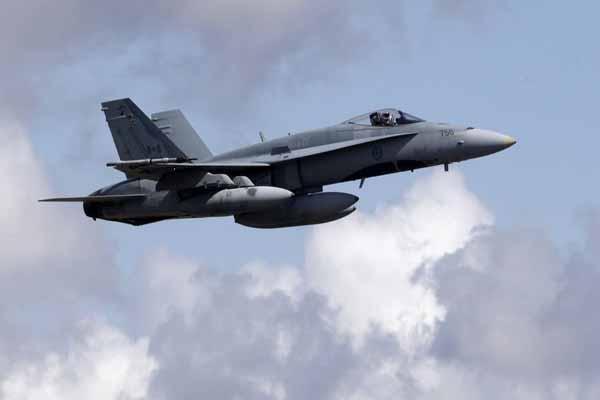 Kanada'da savaş uçağı düştü