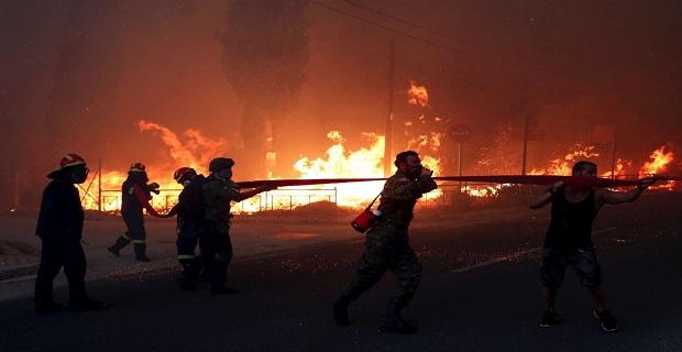 Yunanistan yanıyor, en az 50 ölü var