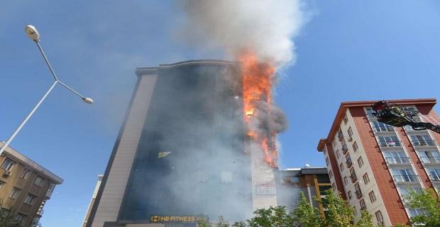 İstanbul'da korku dolu saatler, 9 katlı bina cayır cayır yandı