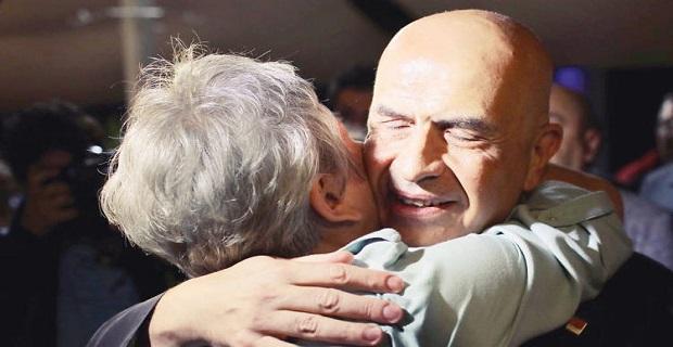 CHP'li milletvekili Enis Berberoğlu'nun tahliye sevinci