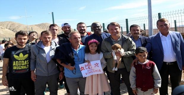 Sivassporlu futbolculardan alkışlanacak davranış