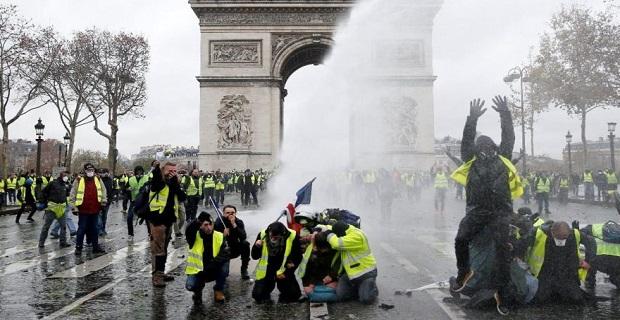 Fransa'da protestolar sürüyor, OHAL gündemde