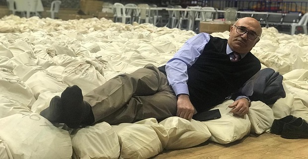 CHP'li vekillerin oy çuvalı nöbeti'nden ilginç kareler