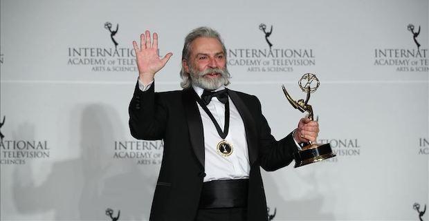 Haluk Bilginer, Uluslararası Emmy Ödülleri'nde En İyi Erkek Oyuncu seçildi