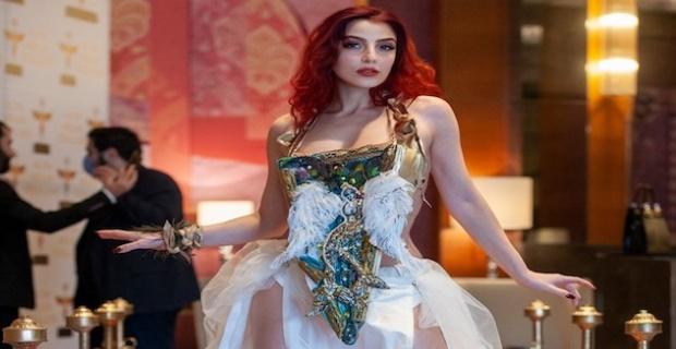 Türkiye'nin en ince belli modeli olarak üne kavuşan Dilek Kaya kıyafetinde Sema Günay imzası