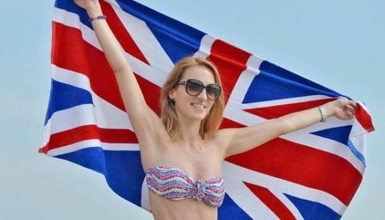 İngiltere bunaldı ! Halk sıcak havada plajlarda ve parklarda