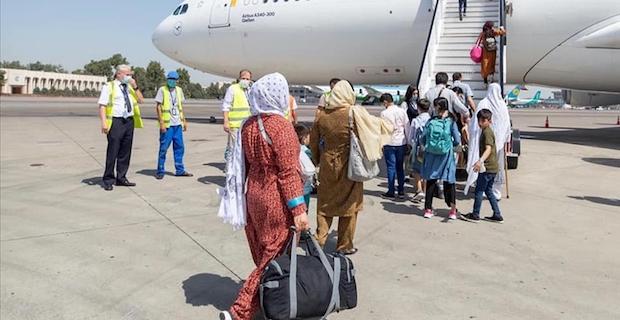 Almanya, Afganistan'daki 2 binden fazla kişiyi Özbekistan üzerinden tahliye etti