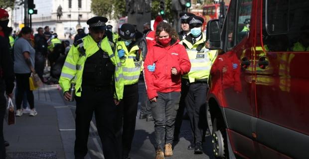 Londra'da Çevreci örgüt Greenpeace üyelerinden eylem