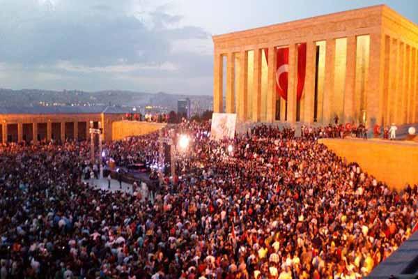 Anıtkabir dün binlerce kişiyi ağırladı