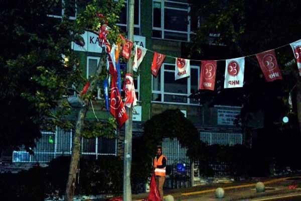 Sabahın ilk ışıklarına kadar parti bayrakları toplandı