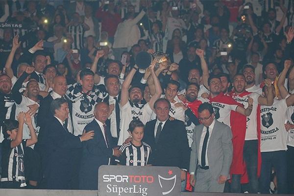 Beşiktaş'ın şampiyonluk kutlamalarında o isim anons edilmedi