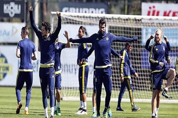 Fenerbahçe'de derbi hazırlıkları hız kesmeden devam ediyor