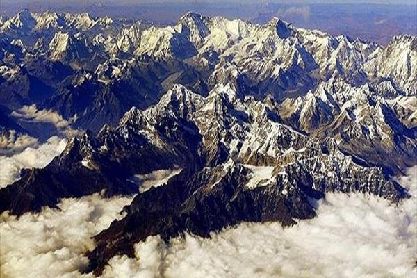 Himalayalar'da çığın altında kalan dağcılara 16 yıl sonra ulaşıldı