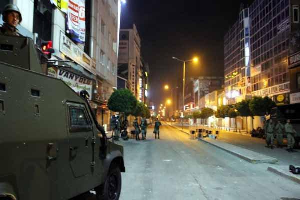 Diyarbakır sokaklarına askerler konuşlandırıldı