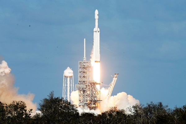 Büyük şok Falcon Heavy rotayı tutturamadı