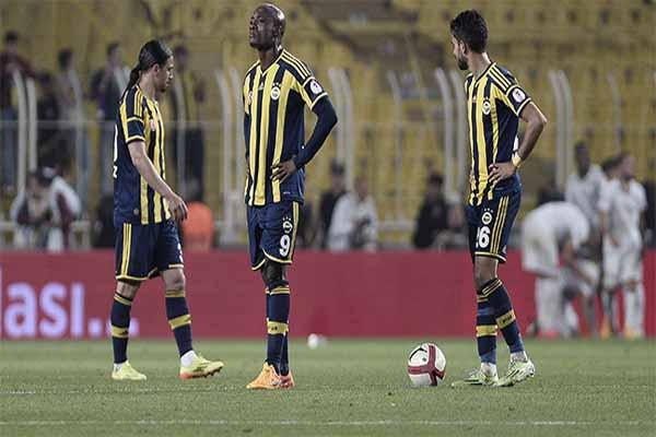 Fenerbahçe tribünleri öfkelendi