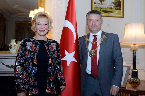 Dünyaca Ünlü Türk Piyanist Gülsin Onay ile St.Albans'ta Türk rüzgarı esecek