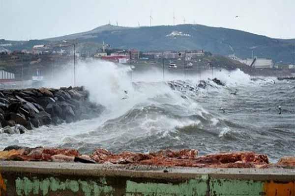 Şiddetli fırtına balıkçılara zor anlar yaşattı