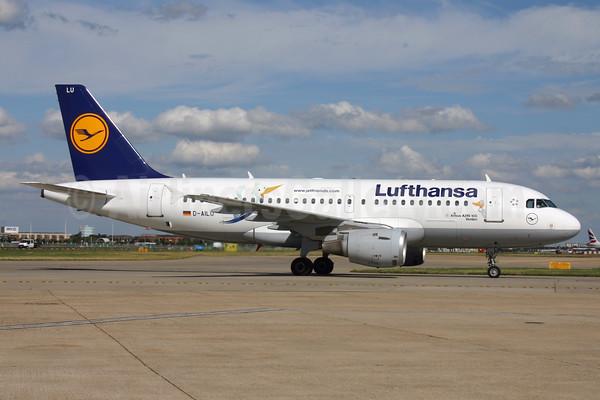 Lufthansa pilotlarının grevi devam ediyor, bin 706 uçuş daha iptal edildi