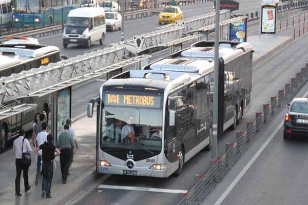 İstanbul'da metrobüs şoförü bıçaklandı