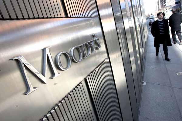 Moddy's bankaları izliyor