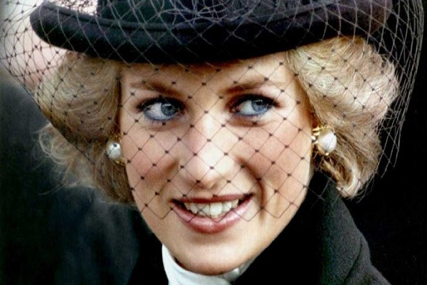 Prenses Diana ölümünün 20. yılında özel bir törenle anıldı
