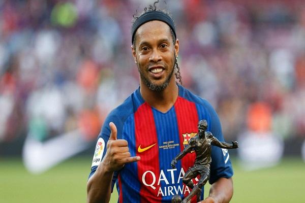 Yıldız futbolcu Ronaldinho futbol kariyerine nokta koydu