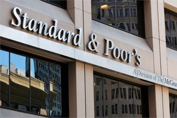Standard&Poor's Katar'ın kredi notunu düşürdü