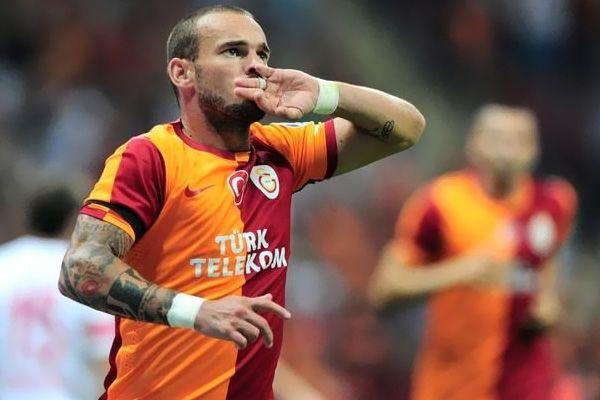 Wesley Sneijder ile Galatasaray yollarını ayırdı