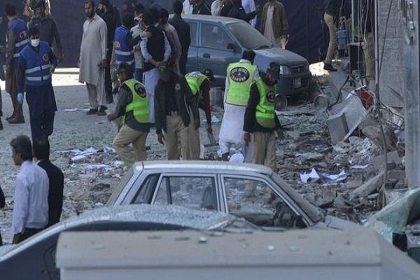 Pakistan'da patlama oldu çok sayıda ölü ve yaralı var