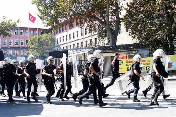 İstanbul Üniversitesi'nde gerginlik, 26 gözaltı