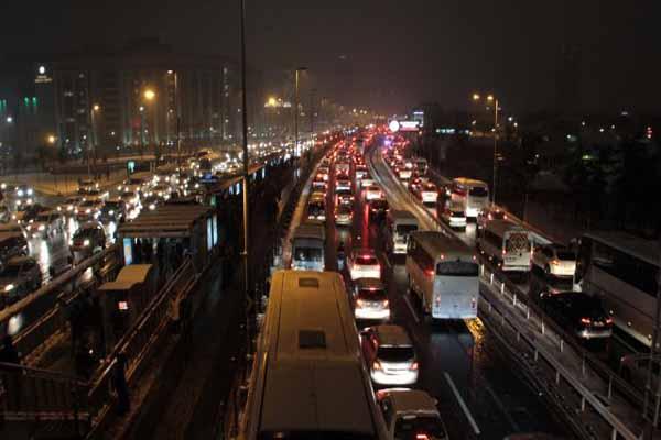 İstanbul'da trafik yoğunluğu yaşandı