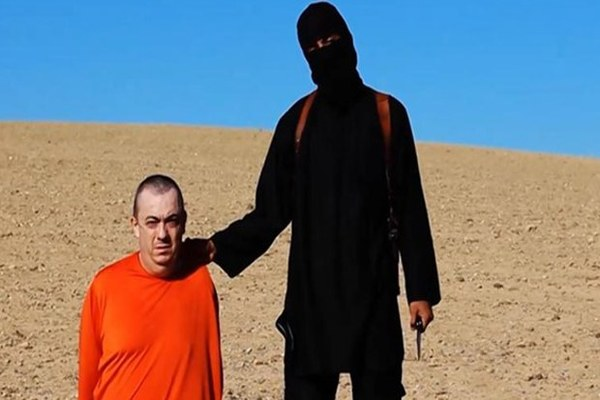 IŞİD tarafından öldürülen İngiliz rehinenin ailesi İngiltere'yi suçladı