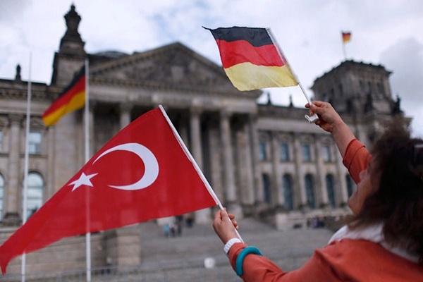 Almanya mal varlığı olan Türklere yardımı kesecek