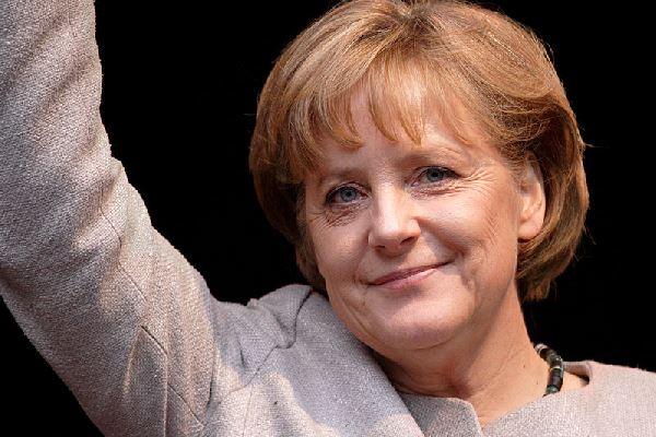 Almanya Başbakanı Merkel Fransa seçimlerinin kazananı Macron'u aradı