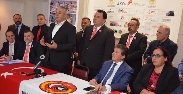 Türk Toplumu Futbol Federasyonundan KKTC'li Bakanlara Plaket
