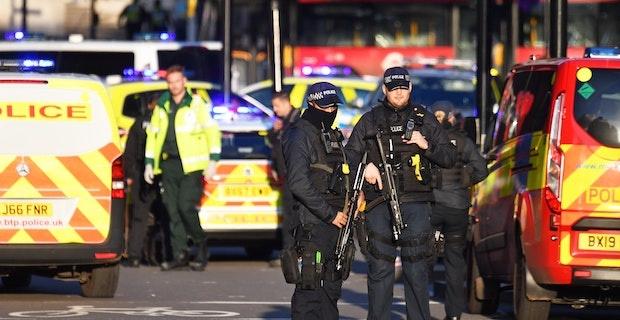 Londra Köprüsü, silah sesleri sonrası kordon altına alındı: Bir kişi gözaltında, yaralılar var